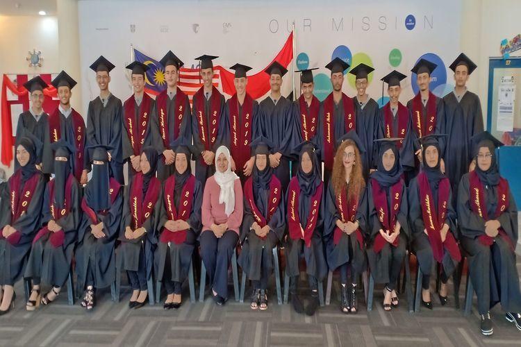 مدرسة النخبة العربية في ماليزيا تحتفل بتخرج طلابها