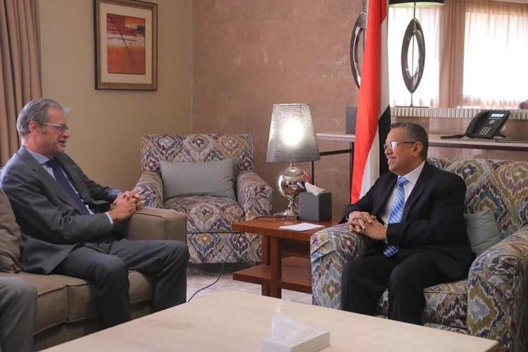 بن دغر يناقش مع السفير الفرنسي لدى اليمن أوضاع المؤتمر