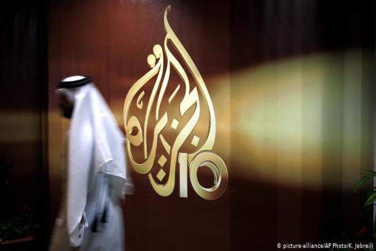 قناة الجزيرة توقف صحفيين بسبب تقرير عن الهولوكوست