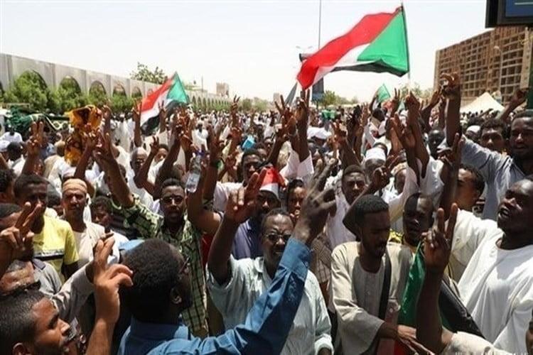 قادة الاحتجاجات في السودان يلغون الدعوة إلى عصيان مدني
