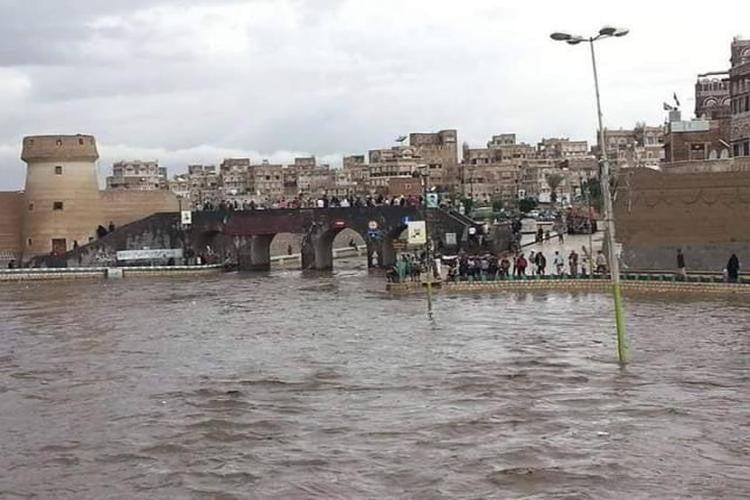 انتشال جثة طفل لقي مصرعه غرقاً في سائلة صنعاء