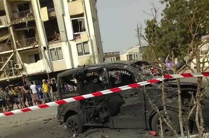 عشرات القتلى والحرحى بتفحير انتحاري وقصف صاروخي في عدن