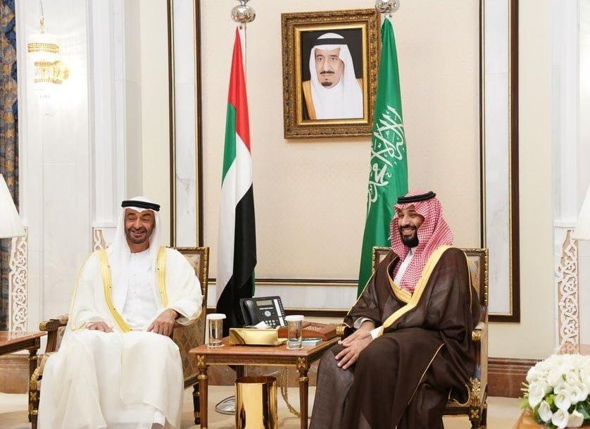محمد بن زايد مع محمد بن سلمان خلال زيارة إلى السعودية