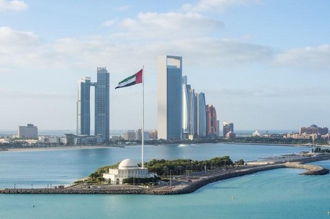 الإمارات ترحب باستجابة الحكومة والانتقالي وتشيد بالجهود السعودية في اليمن