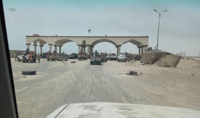 قوات الجيش الشرعية تصل أطراف عدن وانهيارات للحزام الأمني