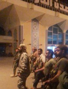 هاني بن بريك أمام مطار عدن الدولي مساء الأربعاء 28 أغسطس