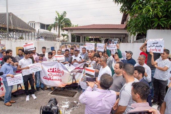 يمنيون في ماليزيا ينظمون وقفة لدعم الحكومة بعد أحداث عدن
