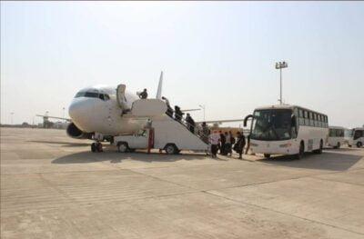 الإمارات تسير رحلات بين رحلات إماراتية بين مطار الريان المكلا وجزيرة سقطرى شرقي اليمن