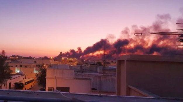 بالفيديو.. السيطرة على حريقين في بقيق وخريص استهدفا بـ10 طائرات مسيرة