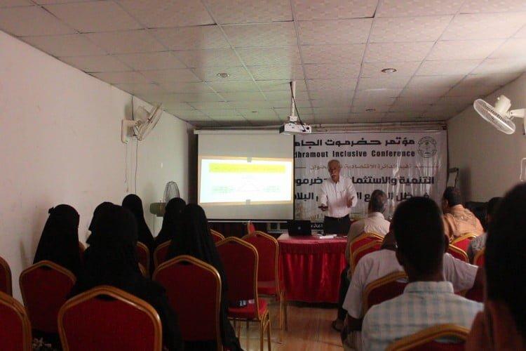 حضرموت الجامع ينظم ندوة حول التنمية والاستثمار في الوضع الراهن