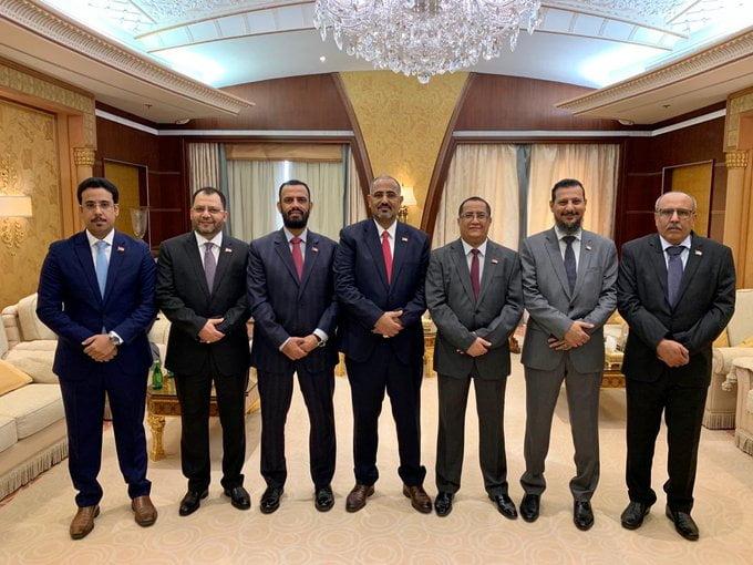 أول صورة تجمع قيادات الانتقالي بعد توقيع اتفاق الرياض