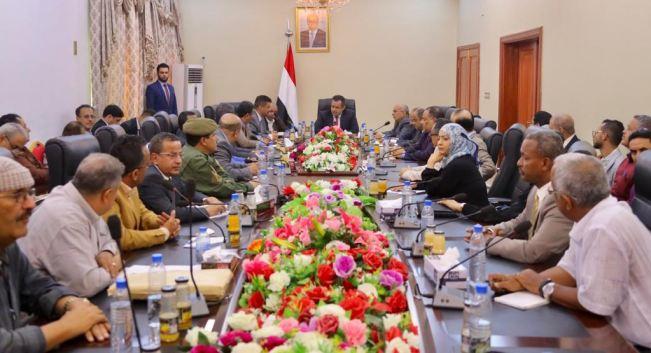 معين عبدالملك في اجتماع مع السلطة المحلية في عدن