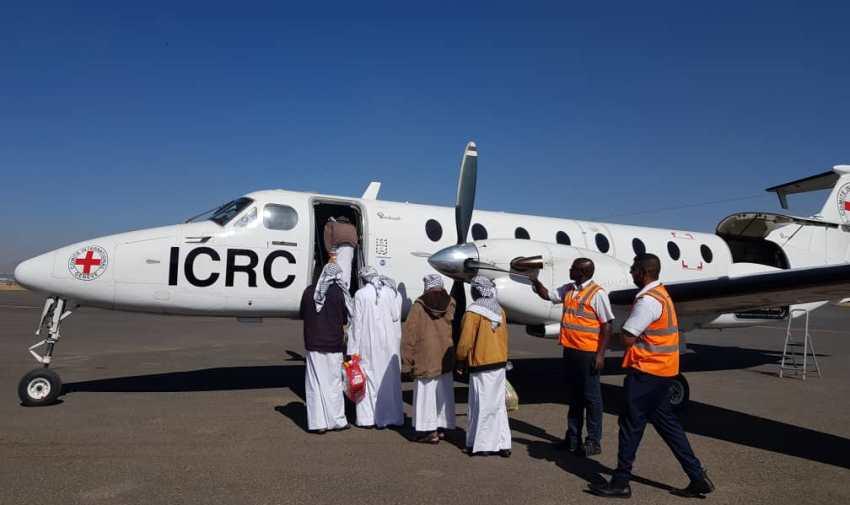 الصليب الأحمر ينقل أسرى سعوديين أفرج عنهم الحوثيون