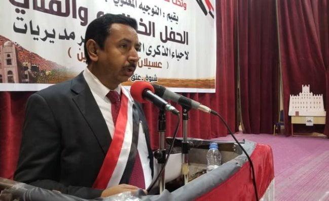 محافظ شبوة محمد بن عديو يشكو معسكر العلم