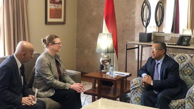 أحمد بن دغر يستقبل المسؤولة الأمريكية نيكول مانز