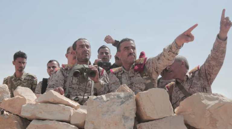رئيس الأركان صغير عزيز: إلى من يسلمون رقاب أبنائهم للإرهاب الحوثي