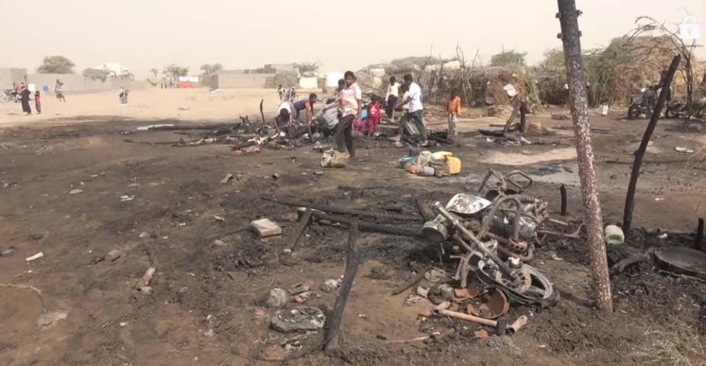 وفاة طفلة بحريق بمخيم في الحديدة والهلال الإماراتي يغيث المتضررين