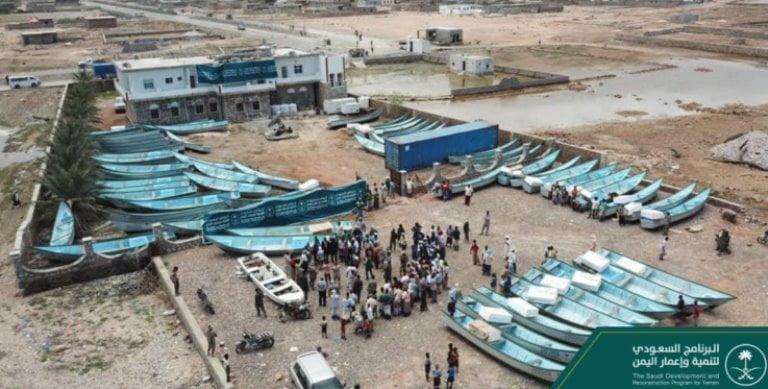 إعمار اليمن السعودي يقدم 100 قارب لصيادي سقطرى