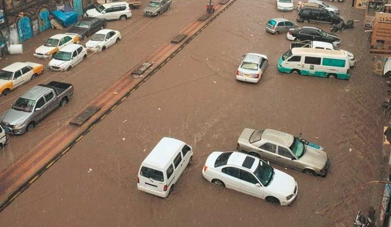 فيديو سيول عقب أمطار غزيرة في صنعاء ومركز الأرصاد يحذر