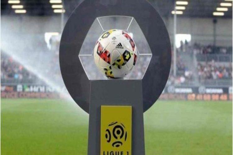فرنسا تلغي دوري كرة القدم بسبب كورونا