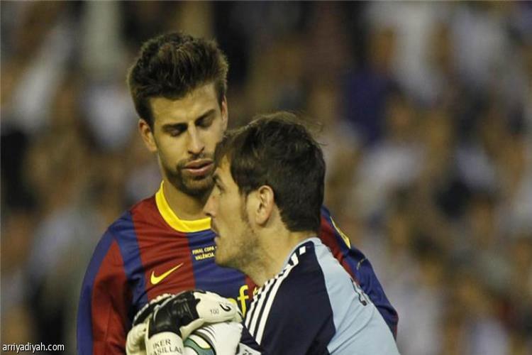 جيرارد بيكيه يسخر من ريال مدريد.. وكاسياس يرد