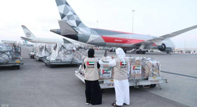 الإمارات ترسل 120 طناً إمدادات طبية وغذائية إلى عدن