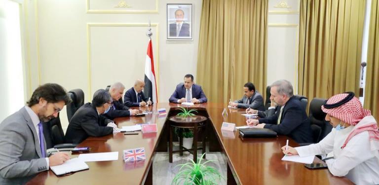 رئيس الحكومة معين عبدالملك مع سفراء الخمس في اليمن