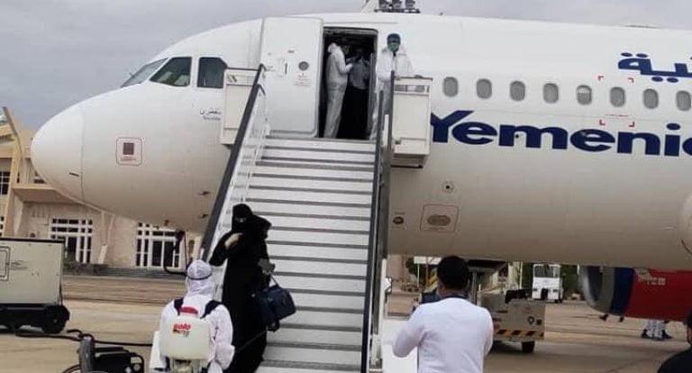 مطار الريان حضرموت يستقبل دفعة من اليمنيين العالقين في الإمارات