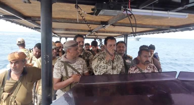 قائد خفر السواحل وأمن الحديدة يزوران جزيرة حنيش