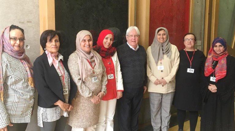 المبعوث الأممي غريفيث مع نساء يمنيات