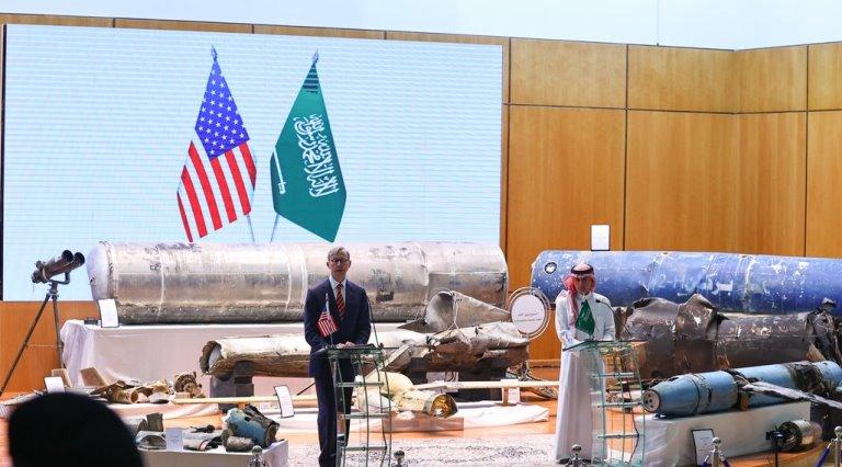 وزير شؤون الخارجية السعودية عادل الجبير والمبعوث الأمريكي براين هوك