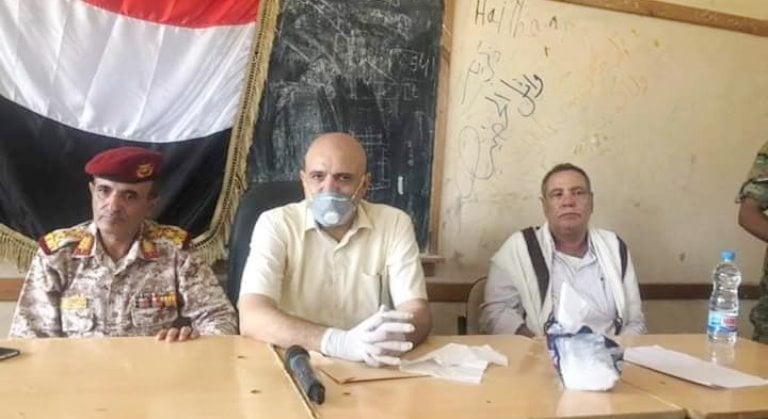 محافظ تعز خلال الاستلام والتسليم بين قيادة اللواء 35 مدرع