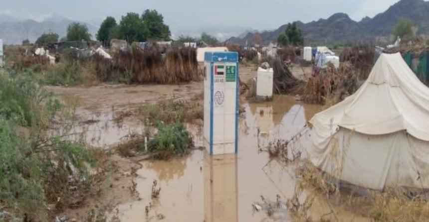 مخيمات النازحين في اليمن: تضرر 2242 أسرة جراء الأمطار بمأرب وأبين والضالع