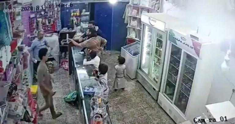 عقيد يعتدي على عامل في محل تجاري بمحافظة مأرب