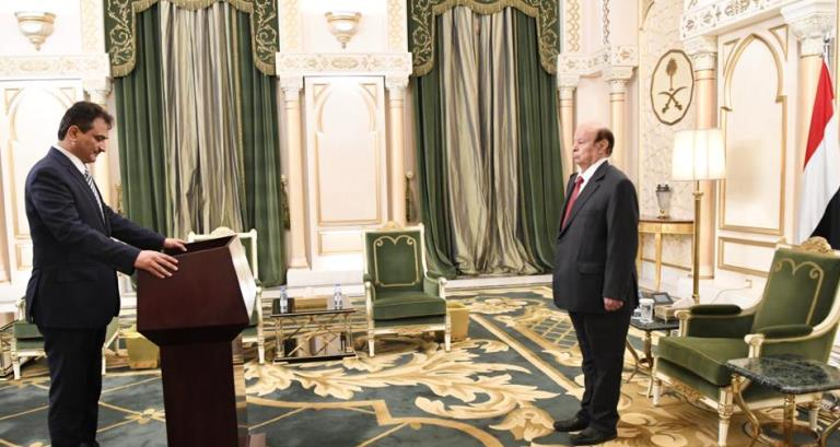 محافظ عدن أحمد حامد لملس يؤدي اليمين أمام الرئيس هادي