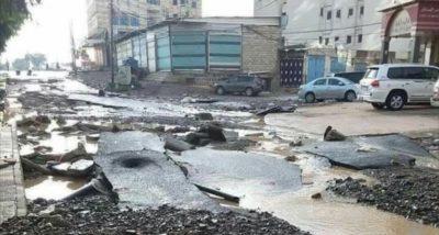 أضرار في أحد شوارع صنعاء عقب الأمطار