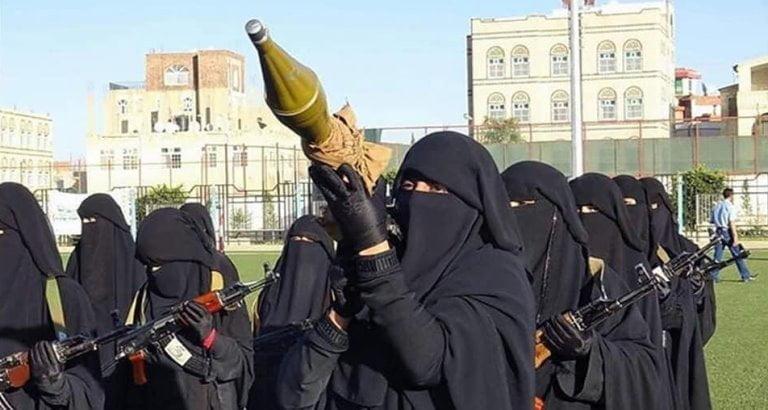 نساء حوثيات مسلحات ينتمين لجماعة الحوثي