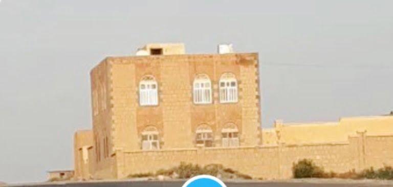 مسلحو القاعدة يفجرون مركزاً صحياً في البيضاء بعد إعدام طبيبه -فيديو