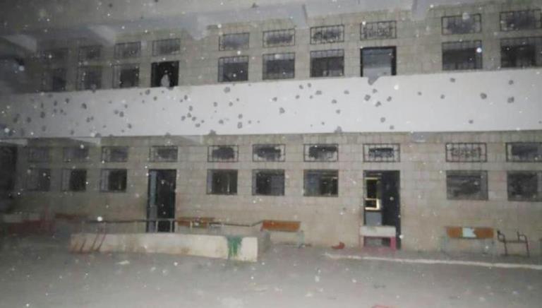 آثار سقوط صاروخ باليستي على مدرسة في مأرب