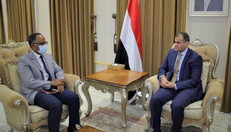 الخارجية اليمنية تناقش مع الصليب الأحمر إطلاق الأسرى والمعتقلين