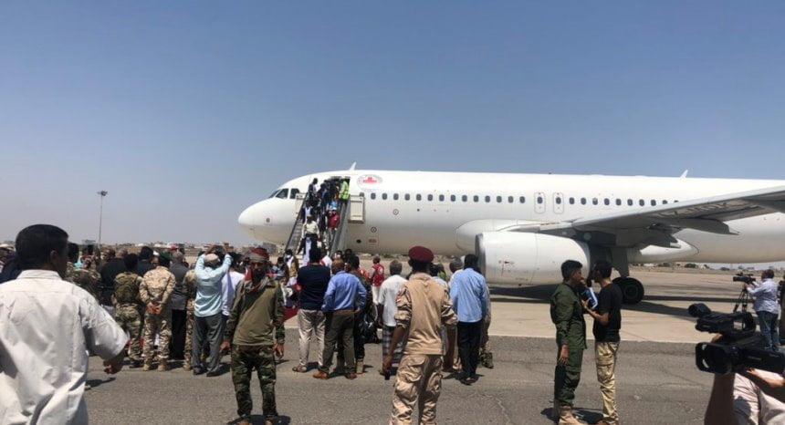 طائرة الصليب الأحمر تنقل الأسرى والمختطفين بين صنعاء وعدن