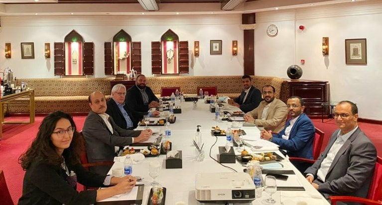 لقاء غريفيث مع وفد الحوثيين المفاوض في مسقط