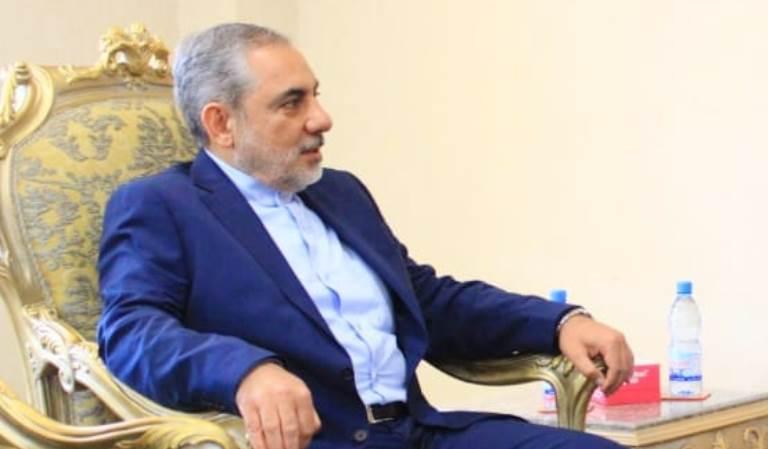 أول ظهور للقيادي الإيراني المعين سفيراً في صنعاء حسن ايرلو -صورة