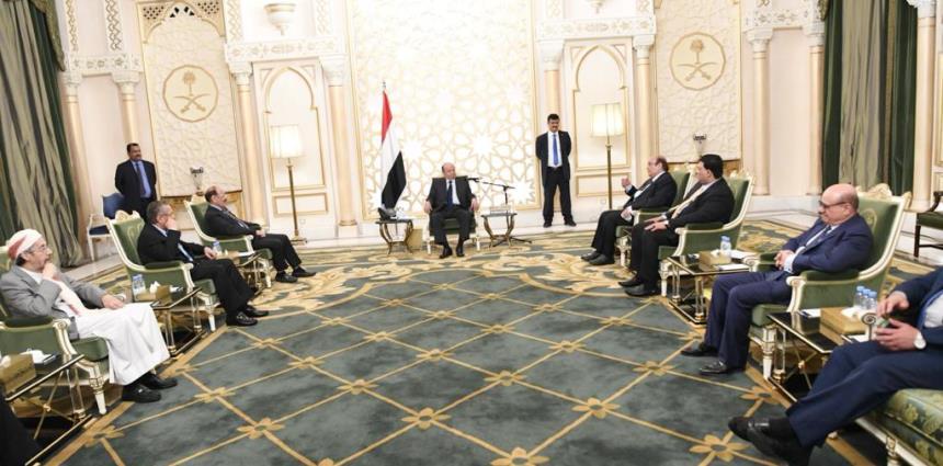 اجتماع الرئيس هادي مع مستشاريه لمناقشة تشكيل الحكومة