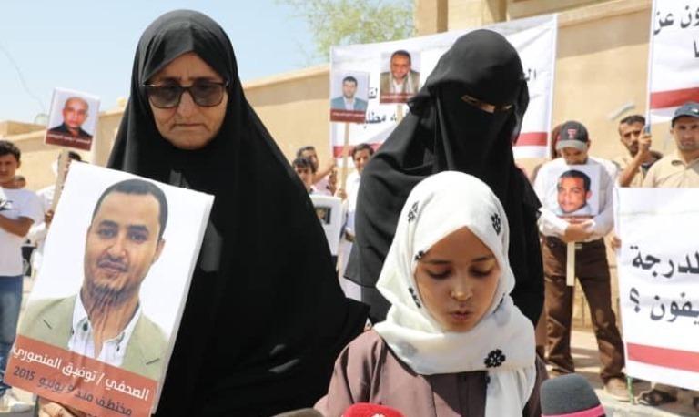 رايتس ووتش توثق شهادات صحفيين حول سجون الحوثيين وتطالب بإطلاق آخرين