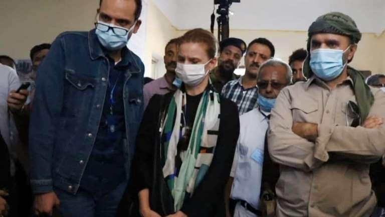 نائبة رئيس البعثة الاممية في الحديدة تزور حيس وتجهش بالبكاء.. بالصور