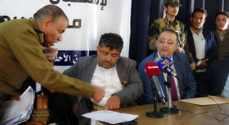 صراع القيادات الحوثية على المناصب: إيقاف نبيل الوزير واتهامه بوقائع فساد