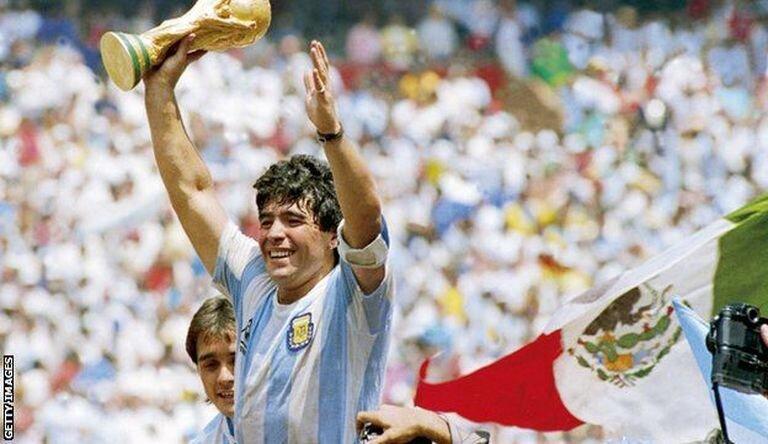 وفاة أسطورة كرة القدم دييغو مارادونا عن عمر 60 عاماً