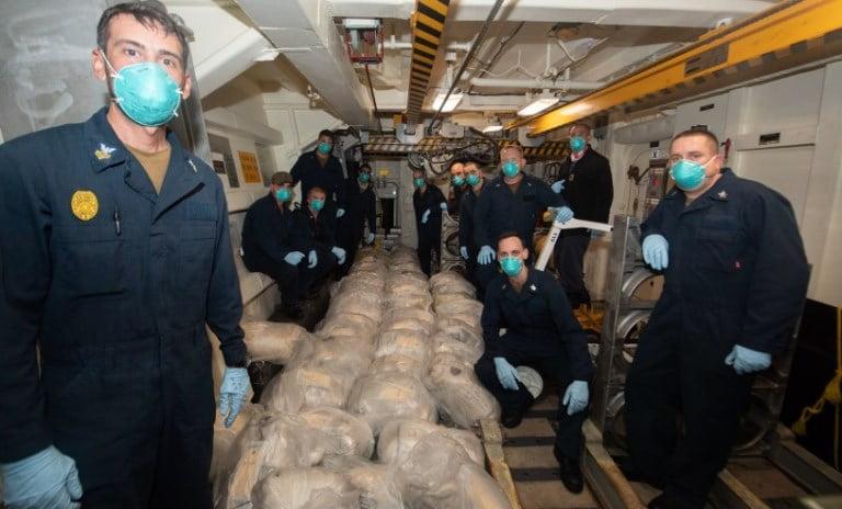 بالصور.. البحرية الأمريكية تضبط شحنة مخدرات قبالة اليمن