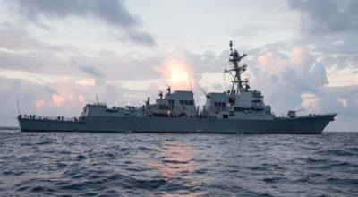 المدمرة الأمريكية يو أس أس رالف جونسون تضبط مخدرات قبالة اليمن